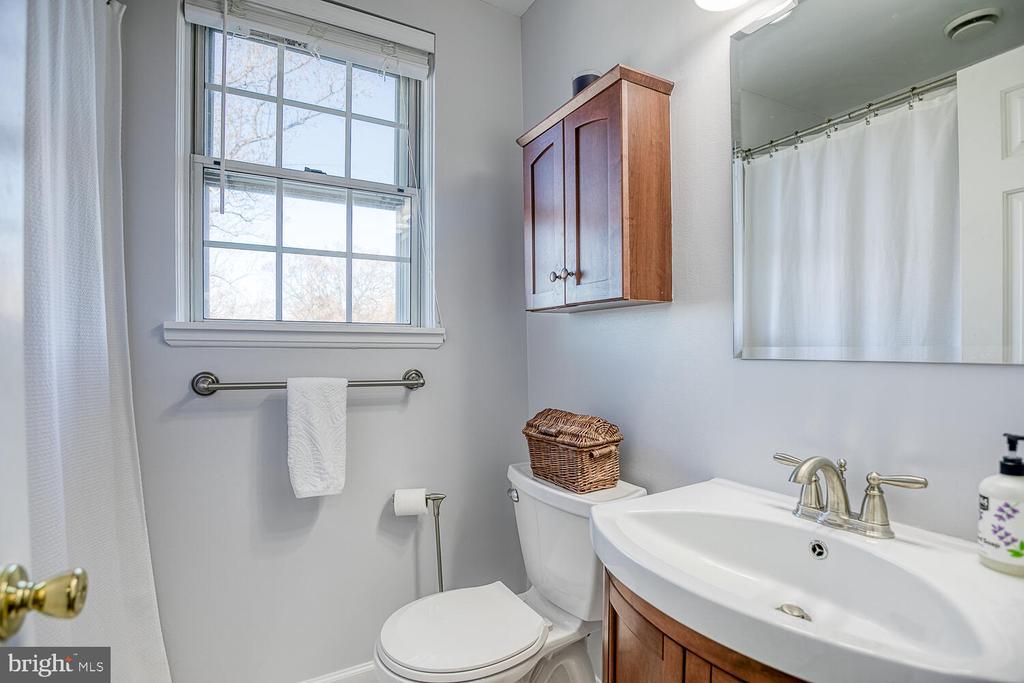 Updated Bath - 2923 S DINWIDDIE ST, ARLINGTON