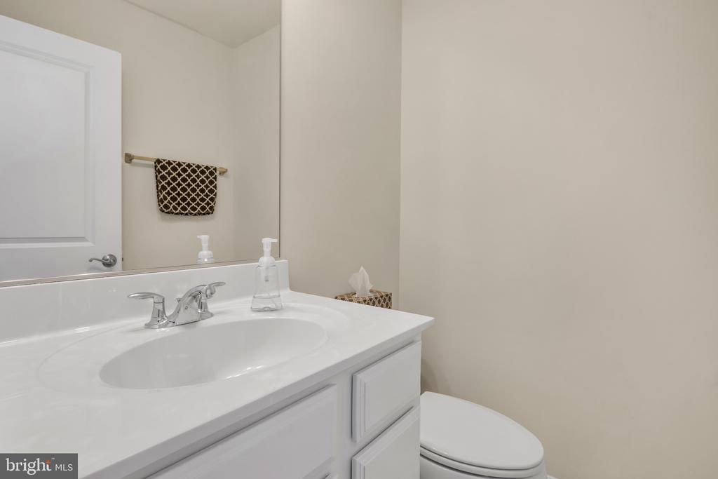 4th Floor Powder Room - 45362 DAVENO SQ, STERLING