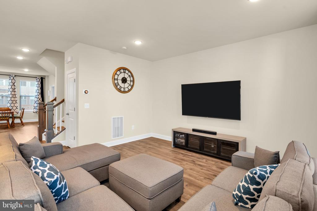 Spacious Family Room - 45362 DAVENO SQ, STERLING