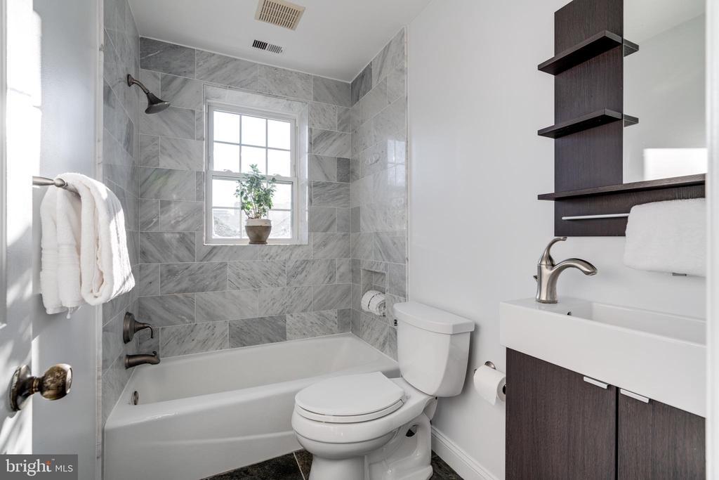 Bathroom - 2968 S COLUMBUS ST #C2, ARLINGTON