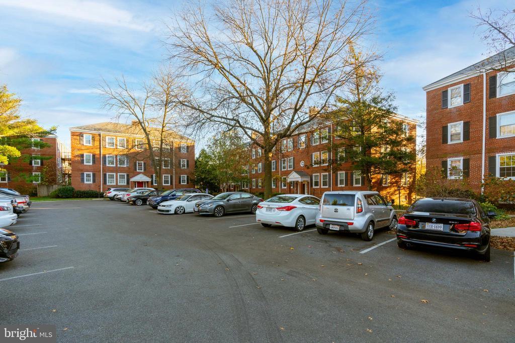 Parking lot - 2968 S COLUMBUS ST #C2, ARLINGTON