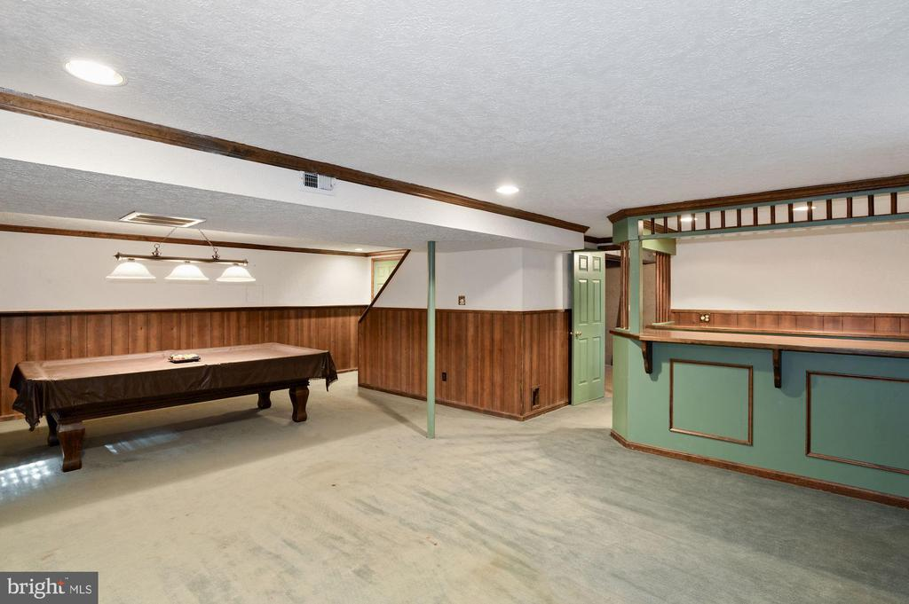 Recreation room with pool Table - 2605 SOAPSTONE DR, RESTON