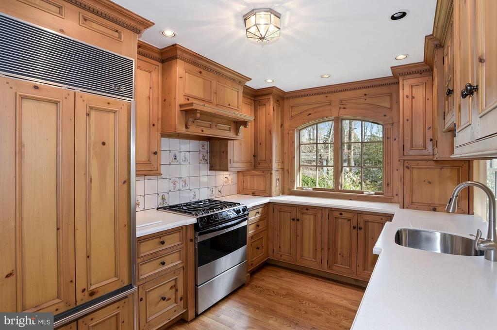 Sub Zero refrigerator and high end applilances. - 2605 SOAPSTONE DR, RESTON