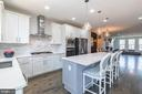 Glamorous kitchen with stunning marble and quartz - 3167 VIRGINIA BLUEBELL CT, FAIRFAX