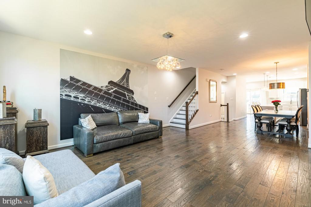 Eiffel Tower art conveys or can be removed for you - 3167 VIRGINIA BLUEBELL CT, FAIRFAX