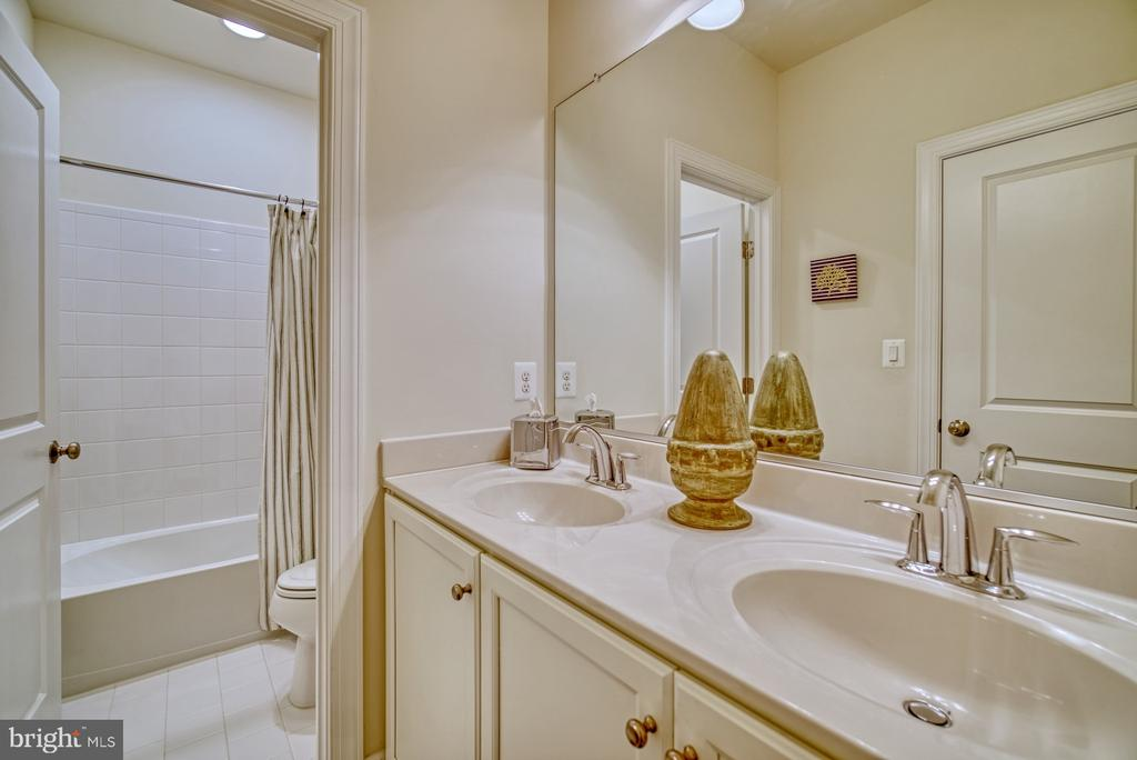 hall bath with a double sink - 42288 PORTER RIDGE TER, BRAMBLETON