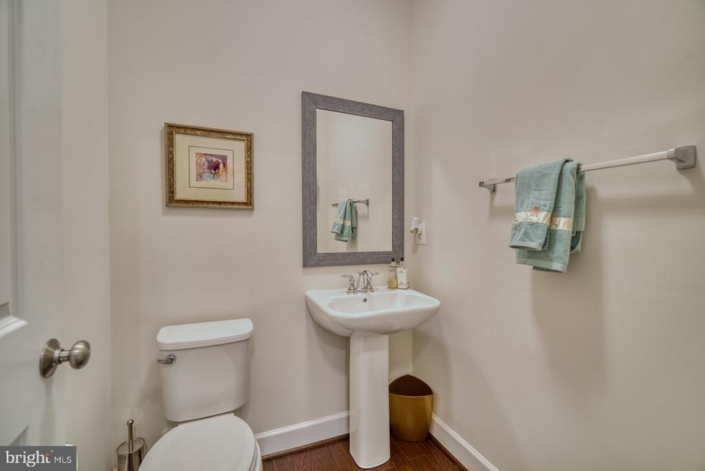 Powder room in the lower level. - 42288 PORTER RIDGE TER, BRAMBLETON