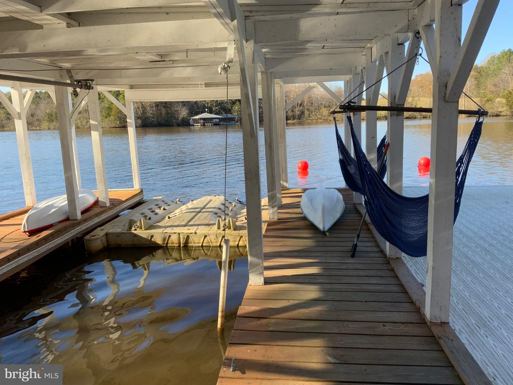 Lots of Dock Space for Guest - 6406 CARTER LN, MINERAL