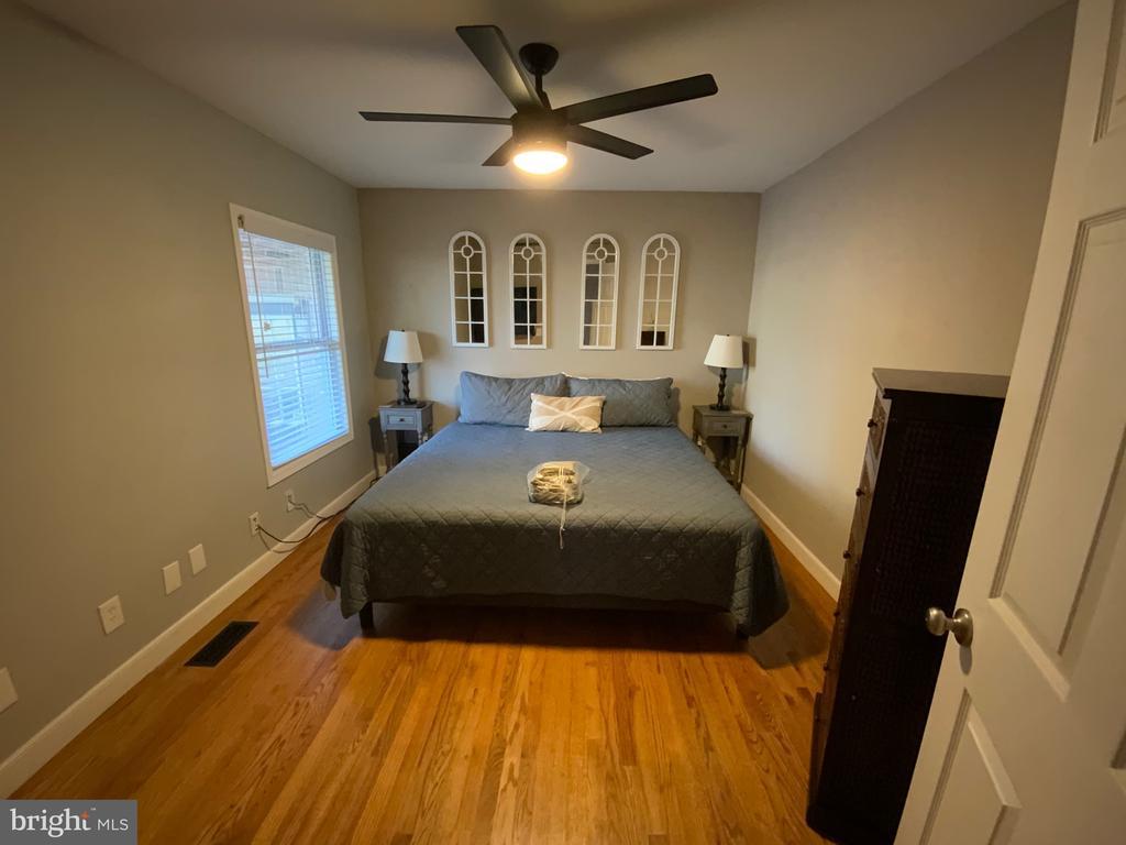 Main Level Bedroom - 6406 CARTER LN, MINERAL