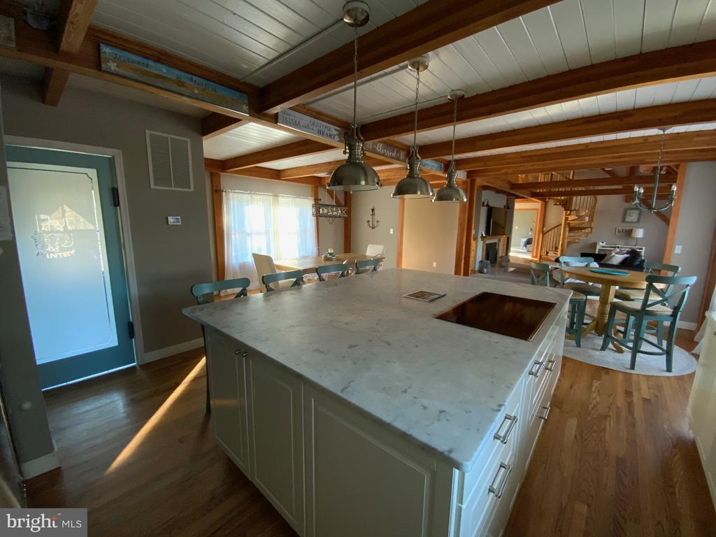 Outstanding Kitchen Island - 6406 CARTER LN, MINERAL