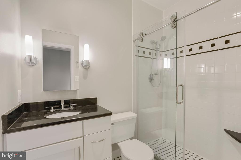 Main Level Guest Private Full Bathroom Updated - 47208 REDBARK PL, STERLING