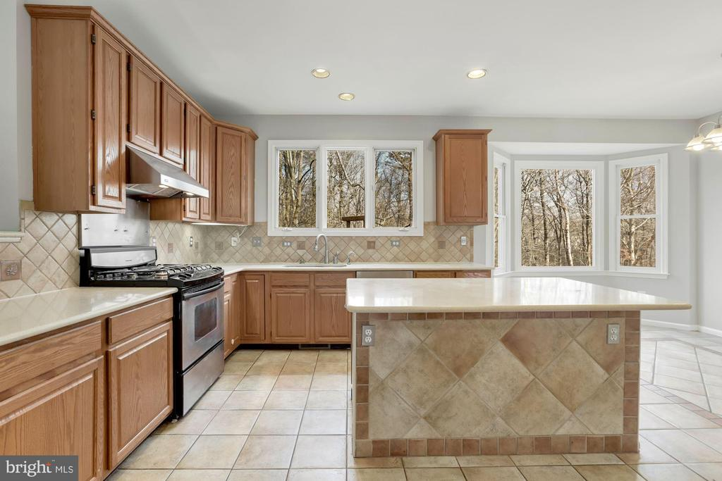Expansive Kitchen - 47208 REDBARK PL, STERLING