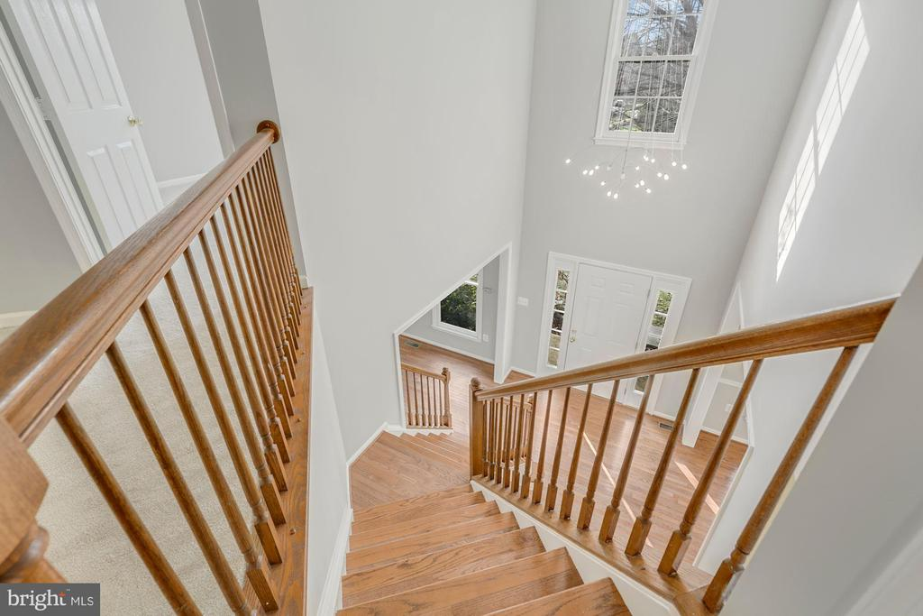 Stunning 2-Story Foyer - 47208 REDBARK PL, STERLING