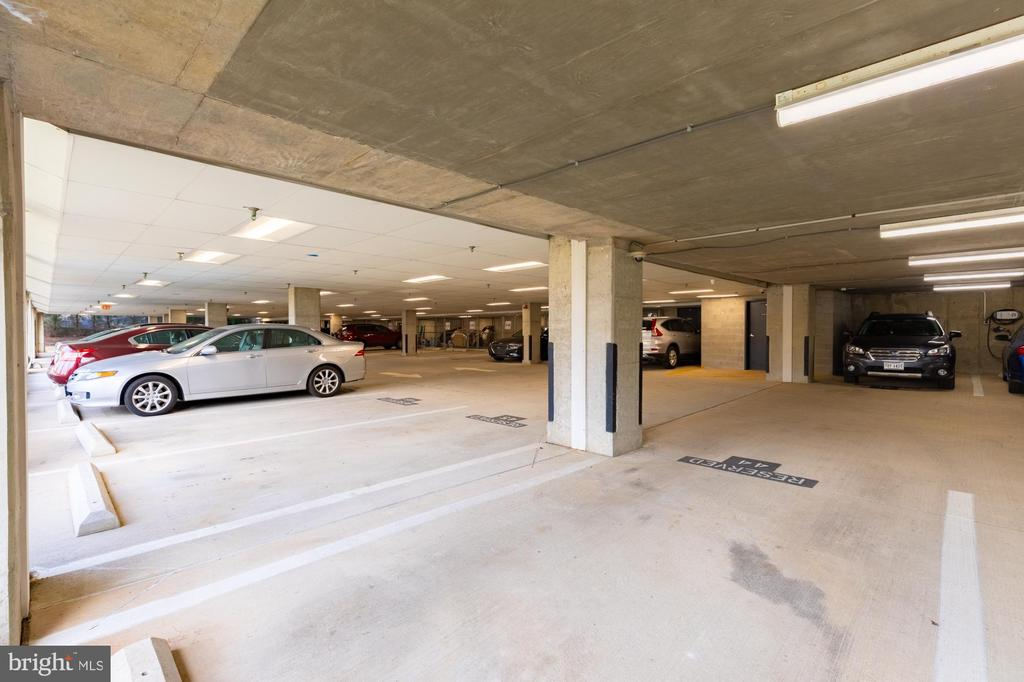 Easy in and out - close to elevator - 11326 ARISTOTLE DR #4-303, FAIRFAX