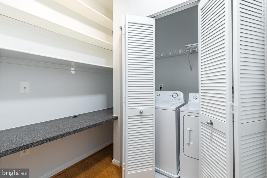Well lit office, shelves, desk and laundry closet - 11326 ARISTOTLE DR #4-303, FAIRFAX