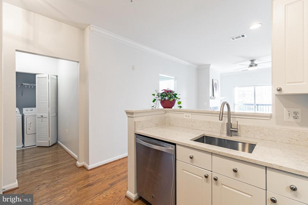 Professionally painted throughout unit - 11326 ARISTOTLE DR #4-303, FAIRFAX
