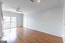 Sun illuminates this spacious living room - 11326 ARISTOTLE DR #4-303, FAIRFAX