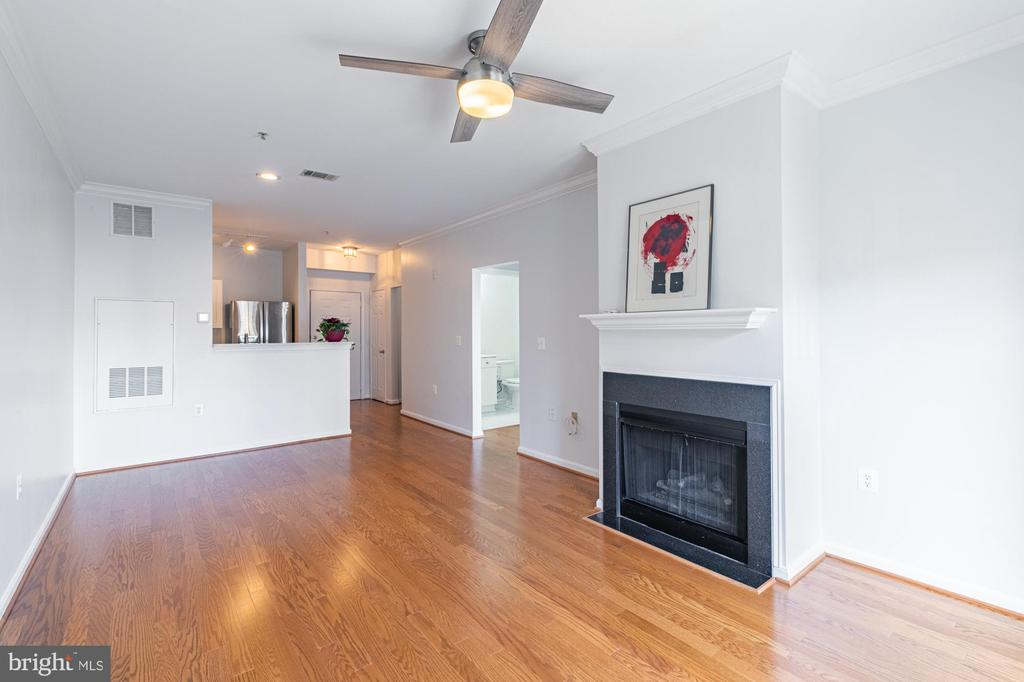 Newly renovated top to bottom. Beautiful! - 11326 ARISTOTLE DR #4-303, FAIRFAX