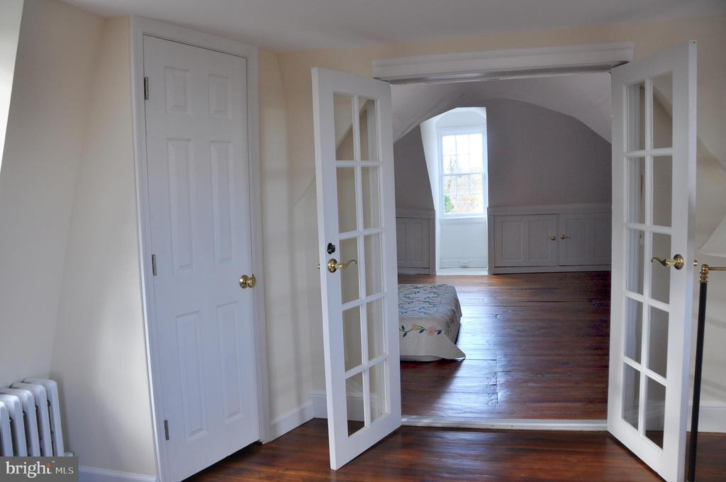 doors into s(and out of) bedroom sitting room - 4343 39TH ST NW, WASHINGTON