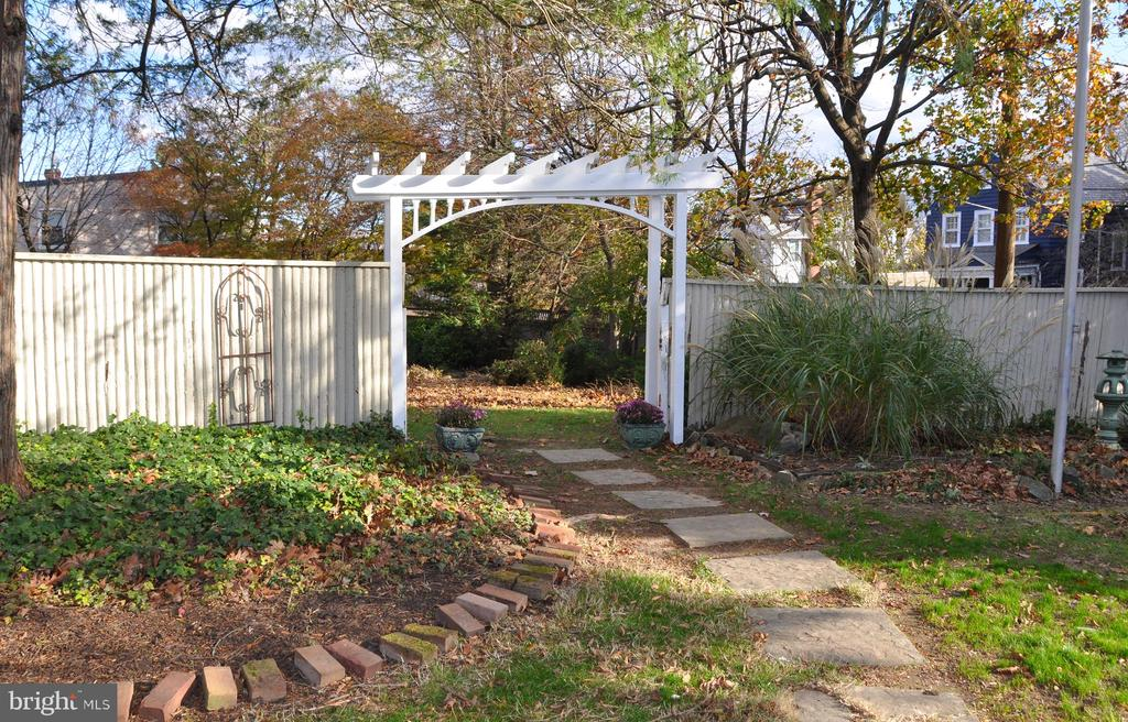 Inner fence and archway into side yard - 4343 39TH ST NW, WASHINGTON