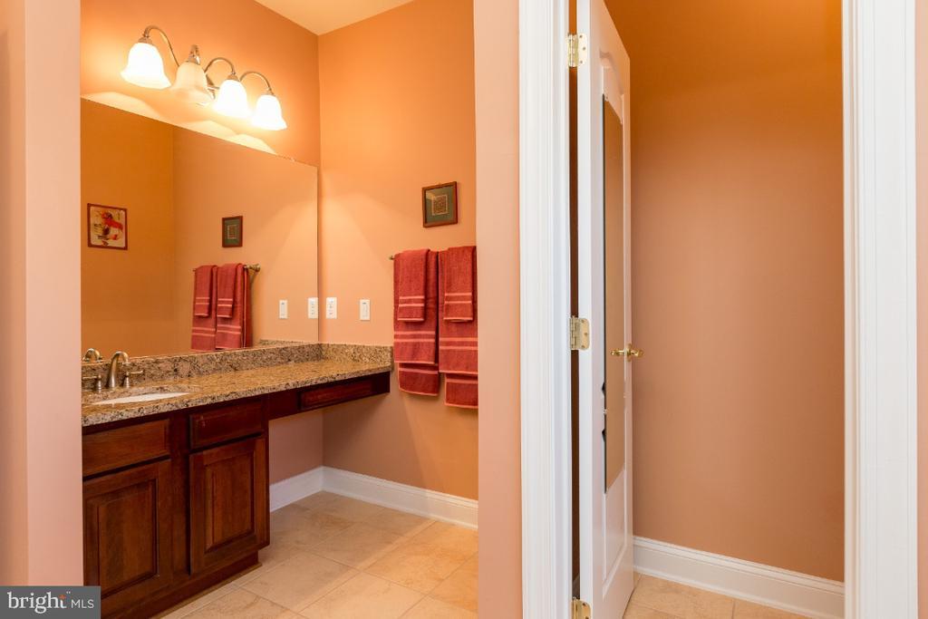 Master Bathroom with Dual Vanities - 40732 CHEVINGTON LN, LEESBURG