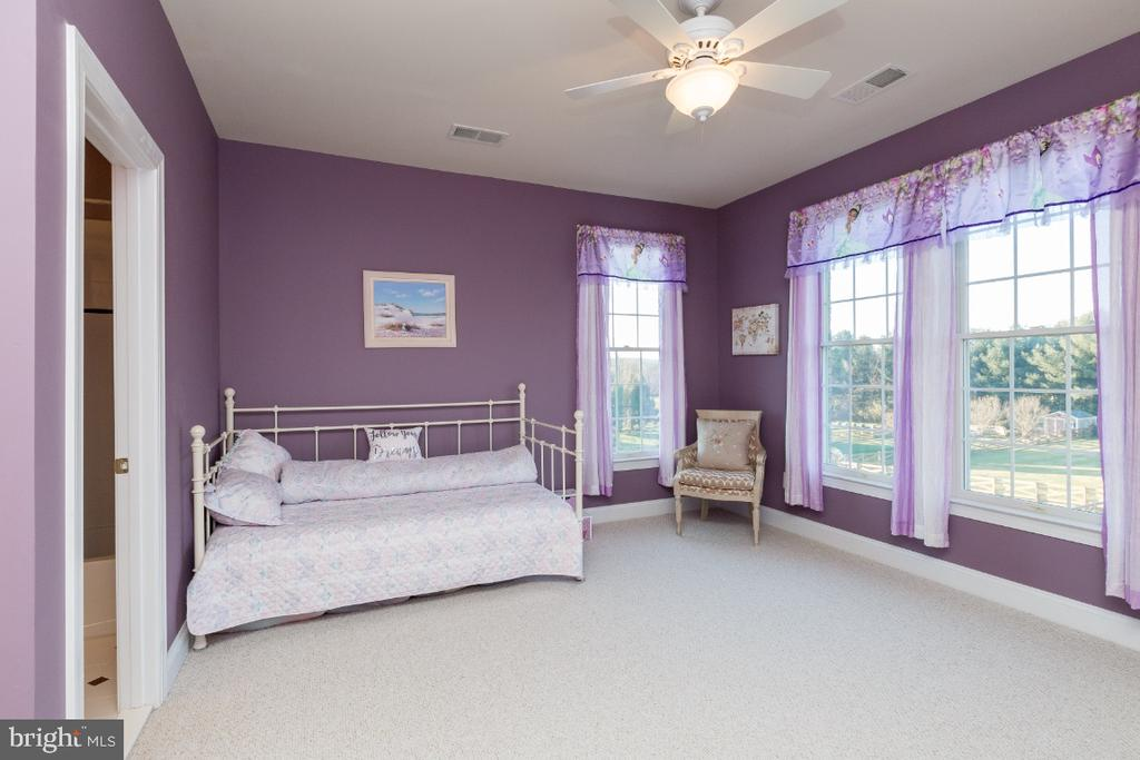 Large Bedroom with Private Bath - 40732 CHEVINGTON LN, LEESBURG