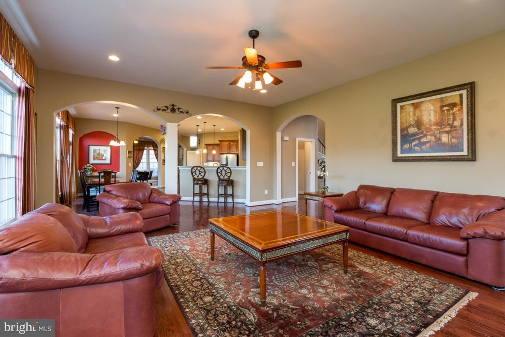 Bright and Open Family Room - 40732 CHEVINGTON LN, LEESBURG