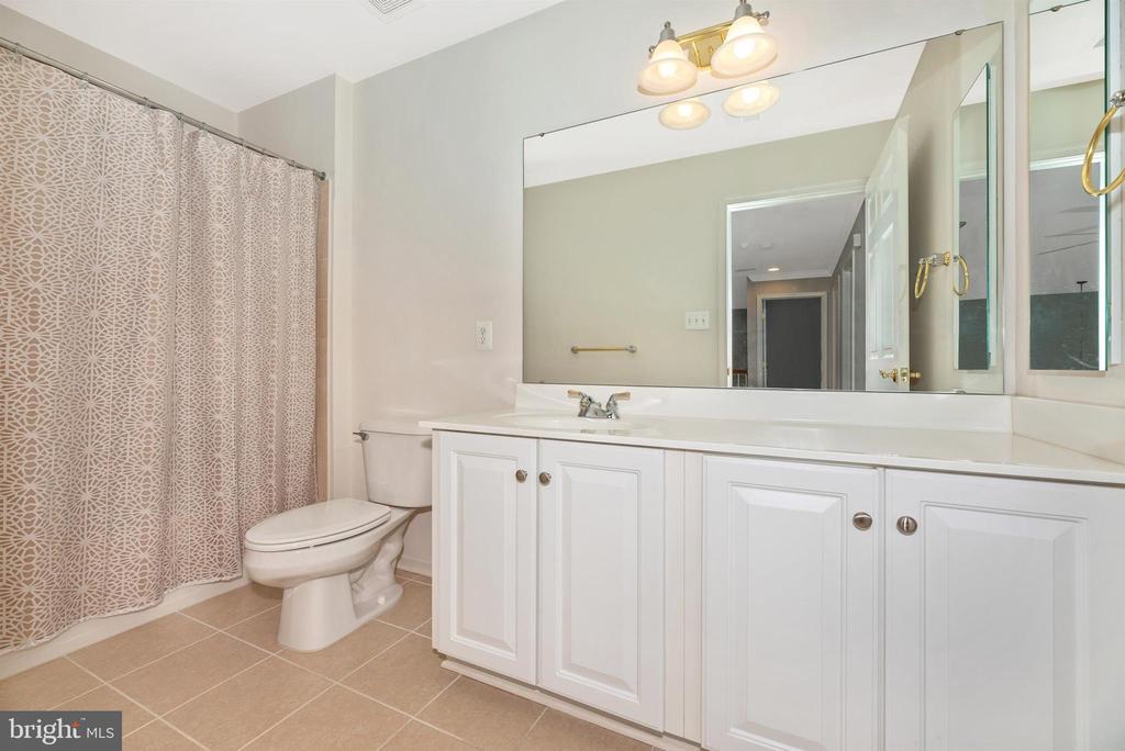 Upper Level Bathroom 1 - 10574 EDWARDIAN LN #131, NEW MARKET
