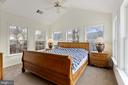 master bedroom with cathedral ceiling. - 20660 SHOAL PL, STERLING