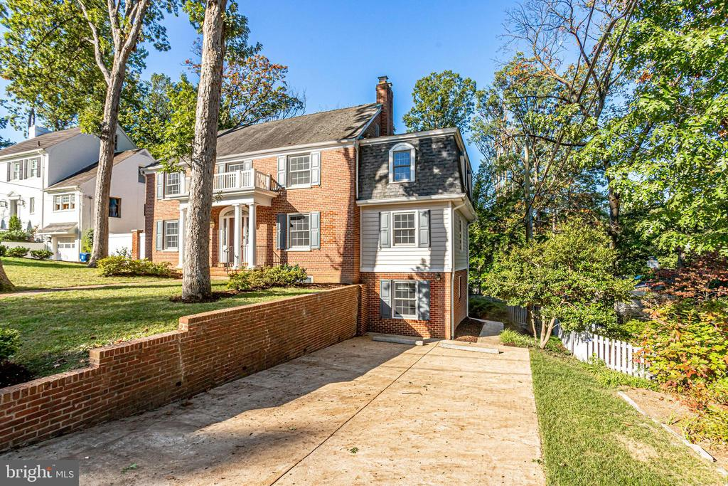 Large home in Beverley Hills! - 3412 ALABAMA AVE, ALEXANDRIA