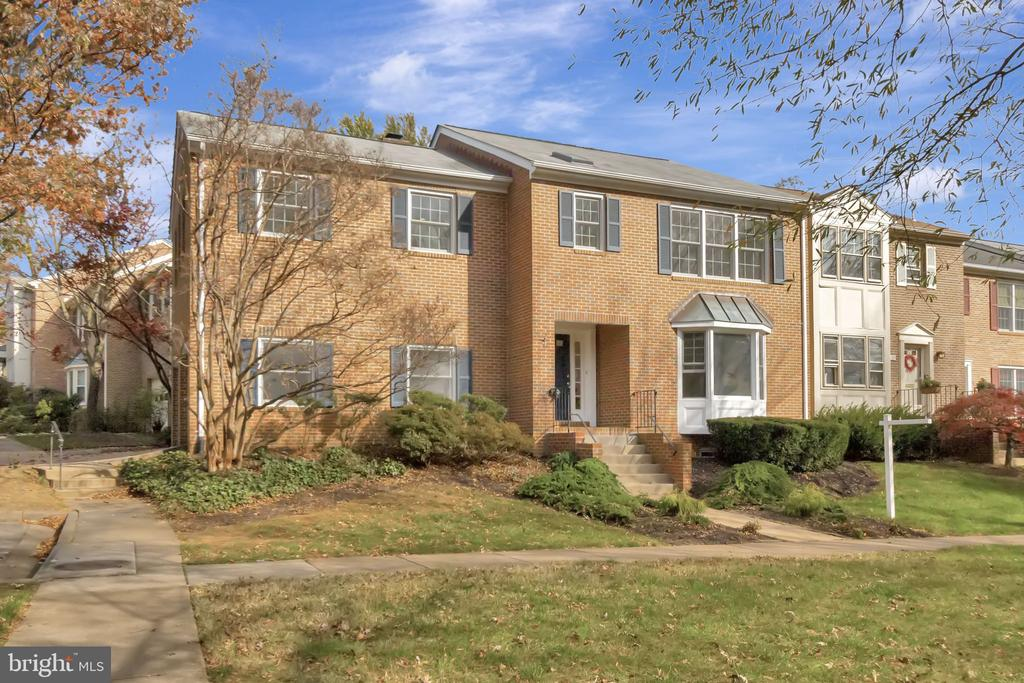 Welcome Home! - 31 N OAKLAND ST, ARLINGTON