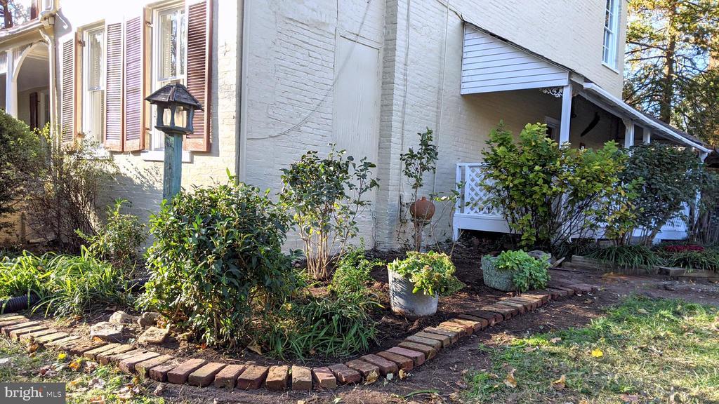 Corner of house toward kitchen porch - 4343 39TH ST NW, WASHINGTON