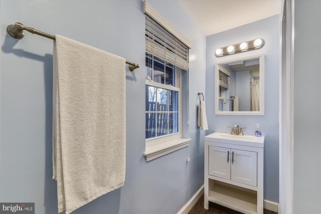 LL bathroom - 20872 DERRYDALE SQ, STERLING