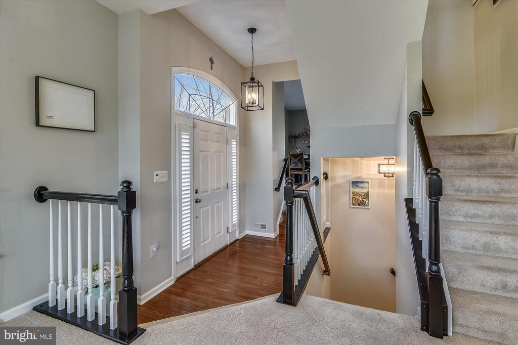 Step into spacious open floor Family room - 20872 DERRYDALE SQ, STERLING