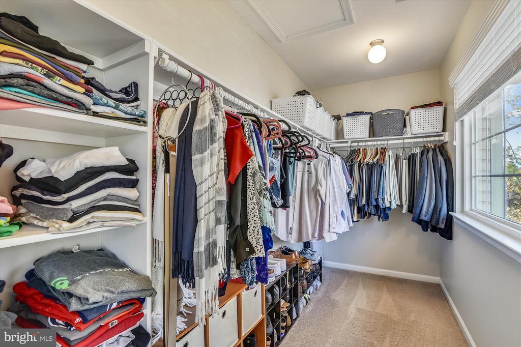 Walk-in closet - 20872 DERRYDALE SQ, STERLING