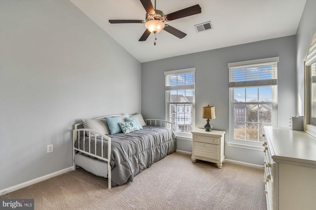 UL bedroom - 20872 DERRYDALE SQ, STERLING