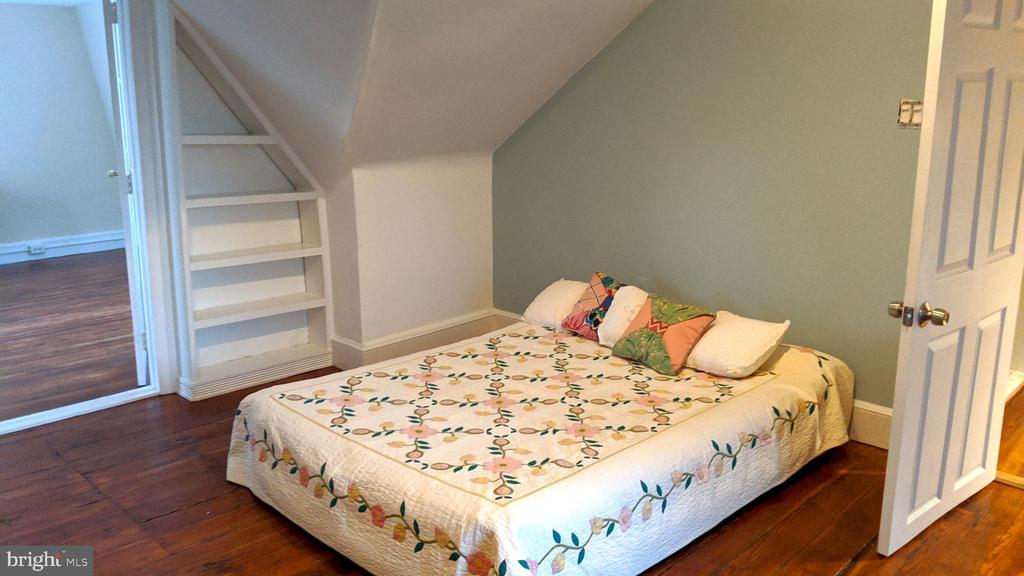 3rd floor bedroom with sitting room - 4343 39TH ST NW, WASHINGTON