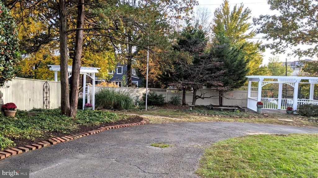 Fence, circular drive, pergola - 4343 39TH ST NW, WASHINGTON