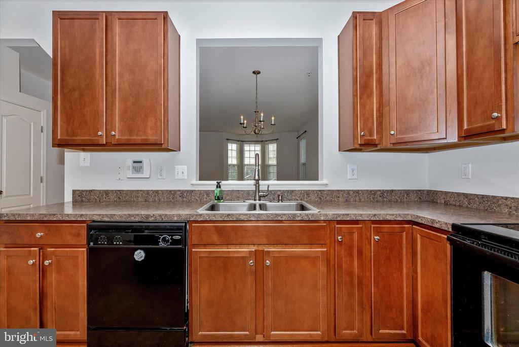 Kitchen w/ pass thru to Dining Area - 2179 SWAINS LOCK CT, POINT OF ROCKS