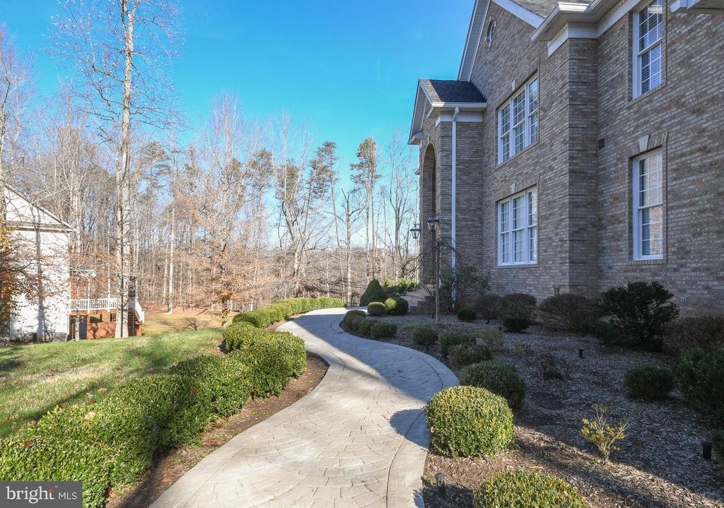 - 41 MUSTER DR, STAFFORD