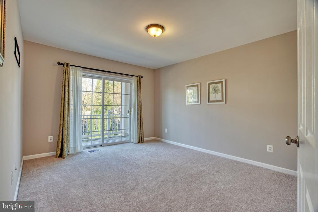 Bedroom #3 has balcony and walk in closet - 4557 WHITTEMORE PL #1411, FAIRFAX