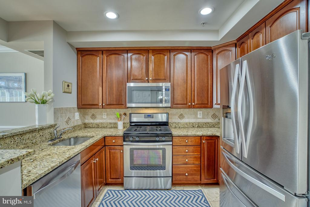 - 4557 WHITTEMORE PL #1411, FAIRFAX