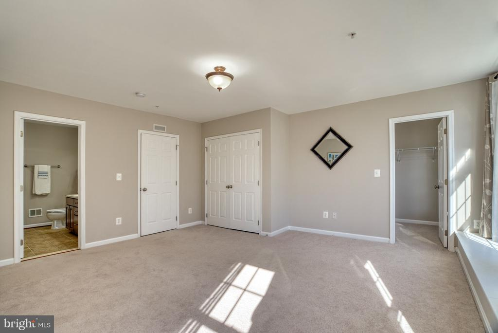 Primary Bedroom has 2 closets - 4557 WHITTEMORE PL #1411, FAIRFAX