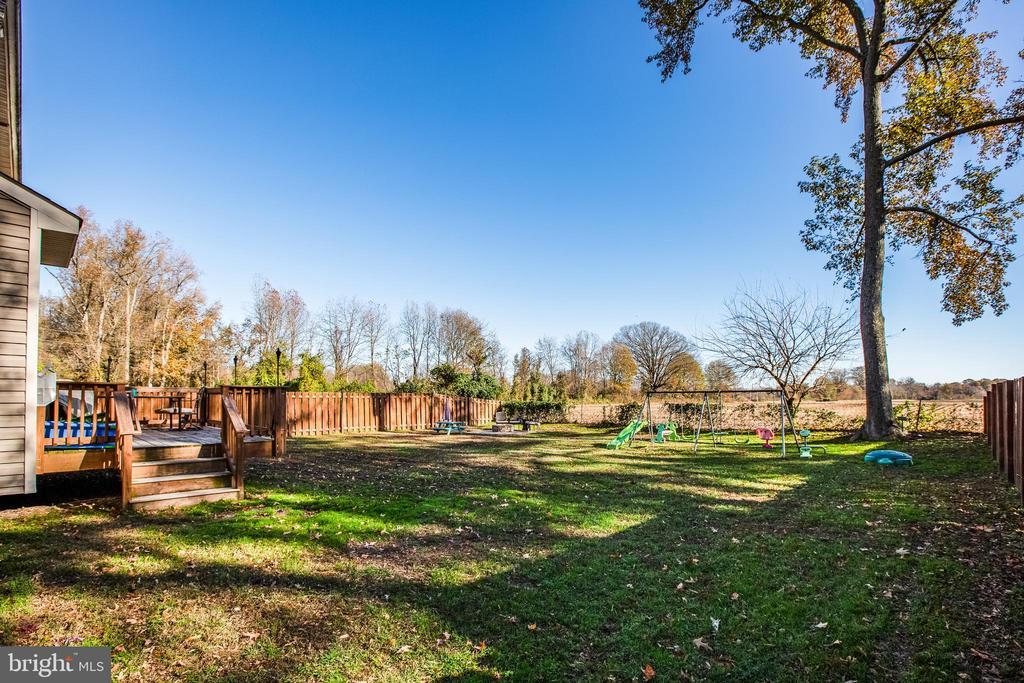 Large flat fenced yard - 628 LATANE DR, COLONIAL BEACH