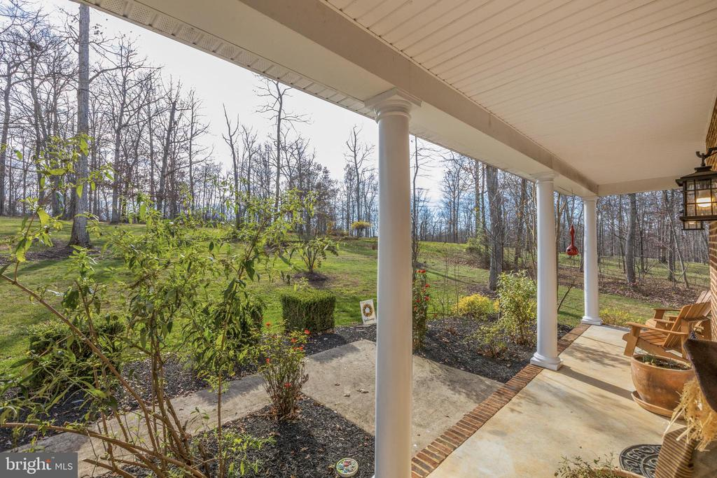 - 231 CHILDRENS LN, BERRYVILLE