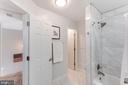 Large second bathroom - 6922 ELLINGHAM CIR #122, ALEXANDRIA