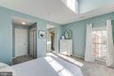 Primary bedroom with cathedral ceiling - 6922 ELLINGHAM CIR #122, ALEXANDRIA