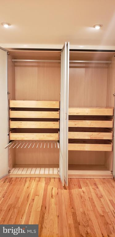 Clothes rod, drawers, pullout for 13+ pants - 11503 MAPLE RIDGE RD, RESTON