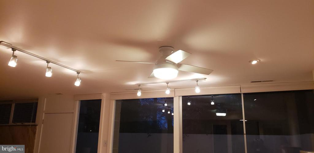 Livingroom lights; blinds are remote controlled - 11503 MAPLE RIDGE RD, RESTON