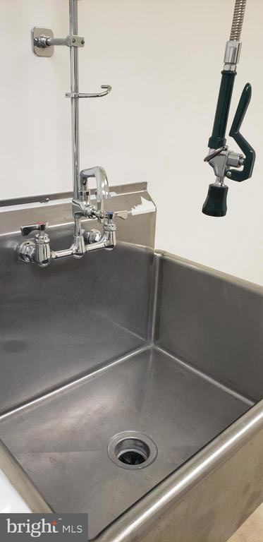 Commercial SS  sink with pull down sprayer - 11503 MAPLE RIDGE RD, RESTON